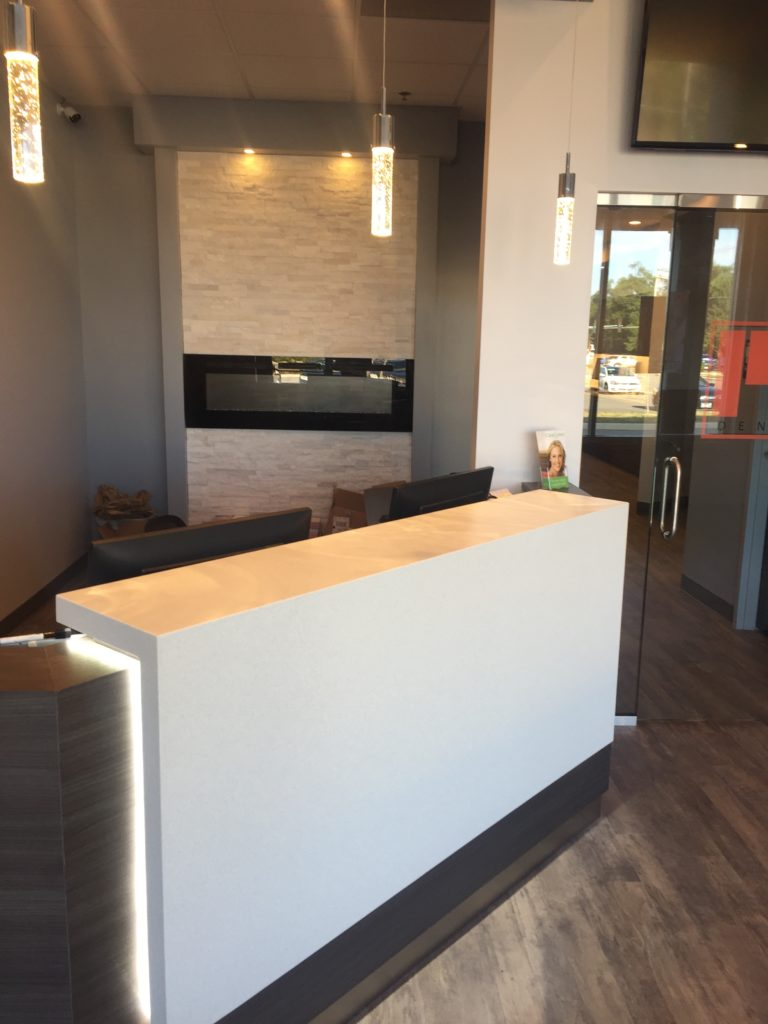 Mi DENTAL Front Desk Sideview